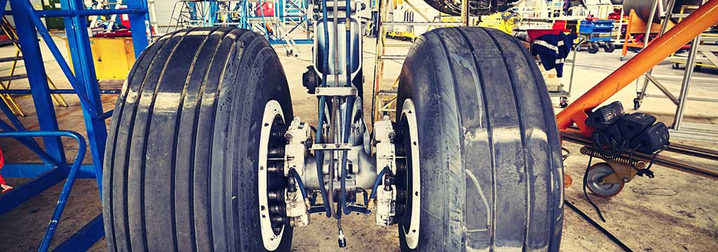 Bild: airplane wheel service equipment